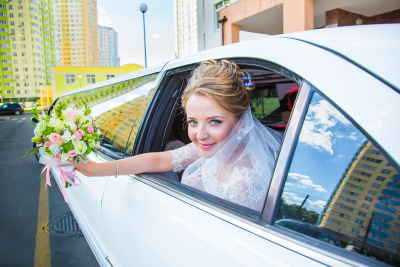 bride riding the limo